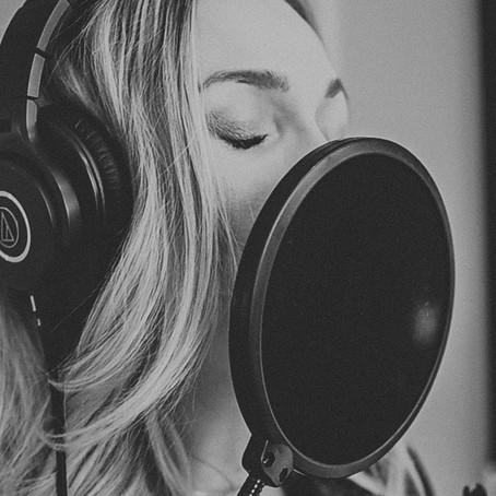 Okanagan songstress Teigen Gayse takes a swing at heartbreak on new single - Kelowna Now