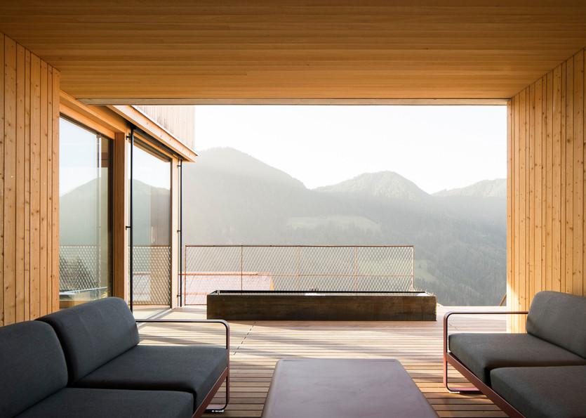 Lounge mit Kneippbecken