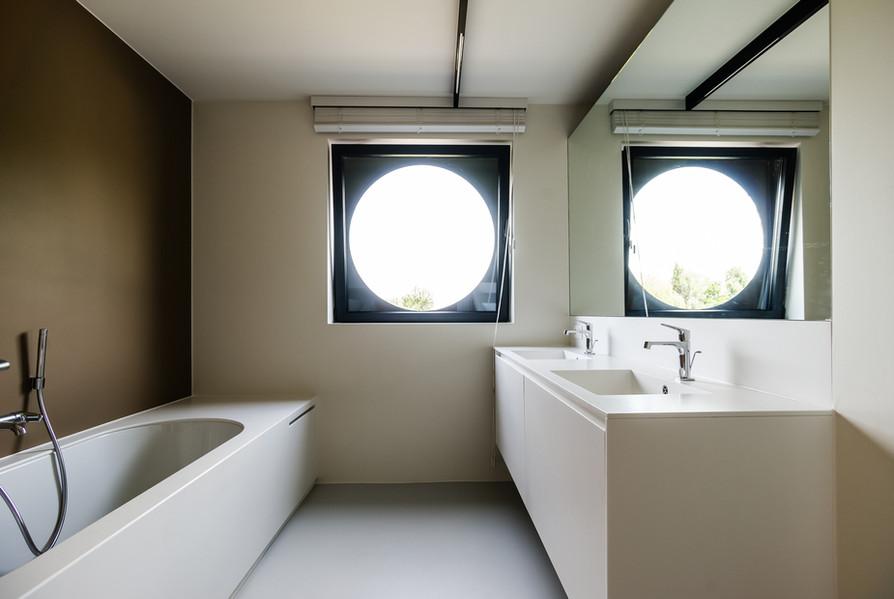 Moderne en warme badkamer - Foto door Dirk De Cubber