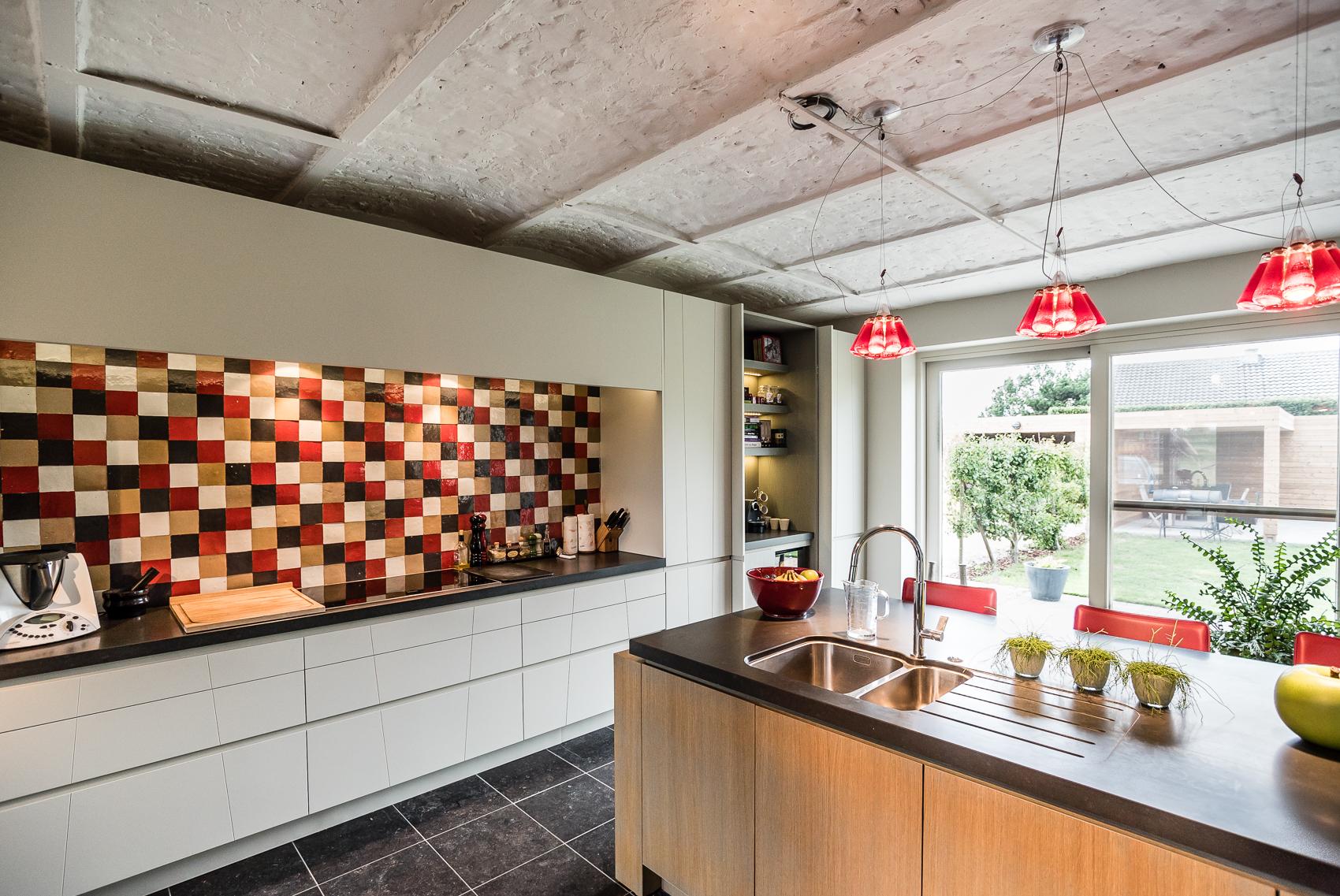 Keuken in gerenoveerde hoeve - Foto door Dirk De Cubber