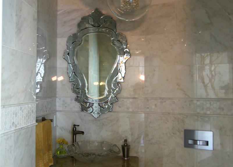 Elegant Powder Room with Hanging Light F
