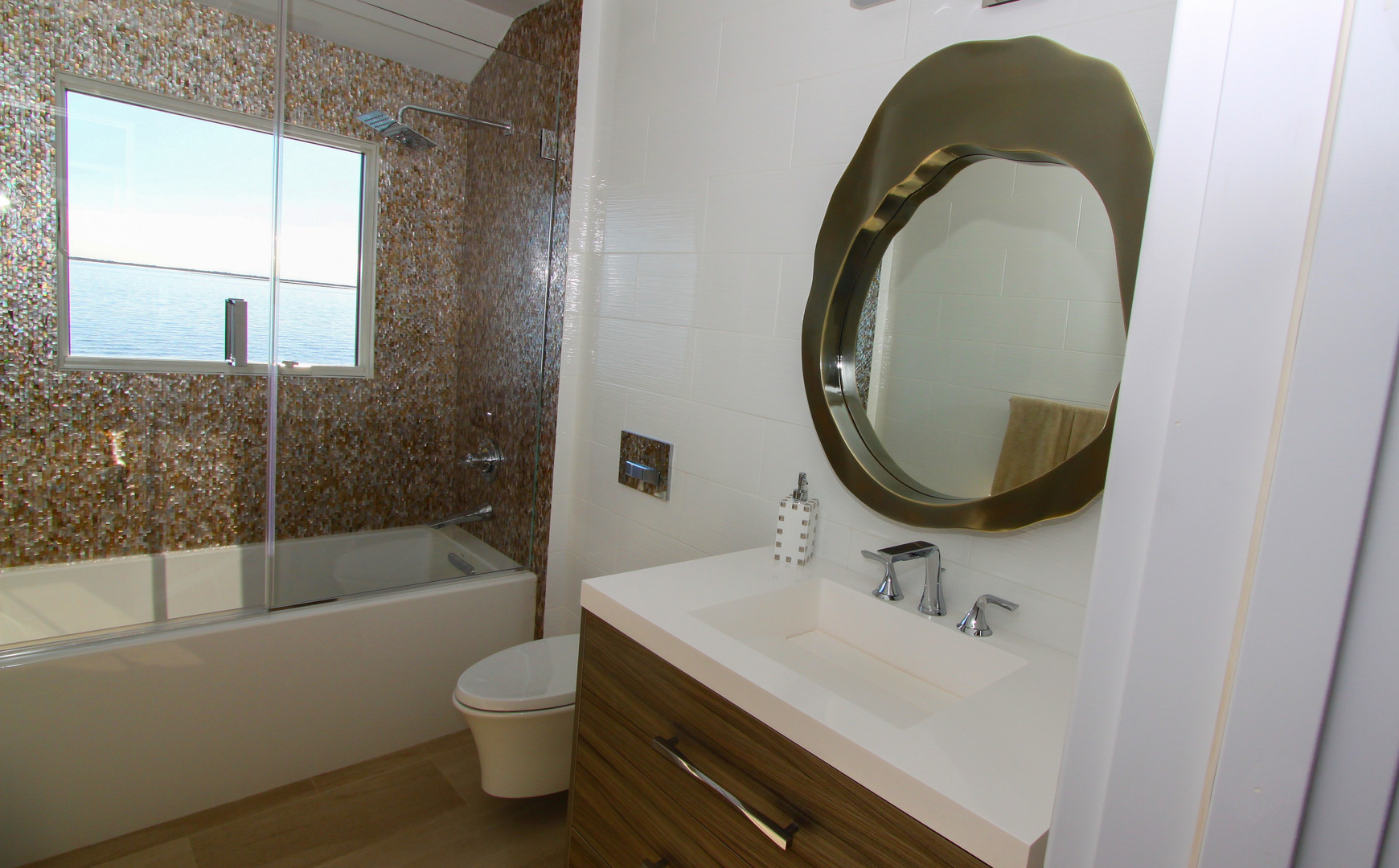 Airy Guest Bathroom Design.jpg