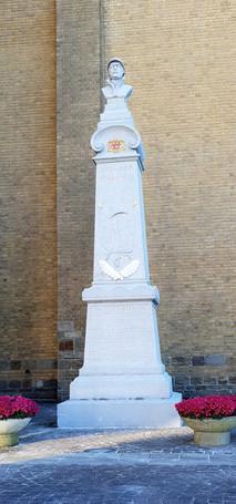Monument3-Large.jpg
