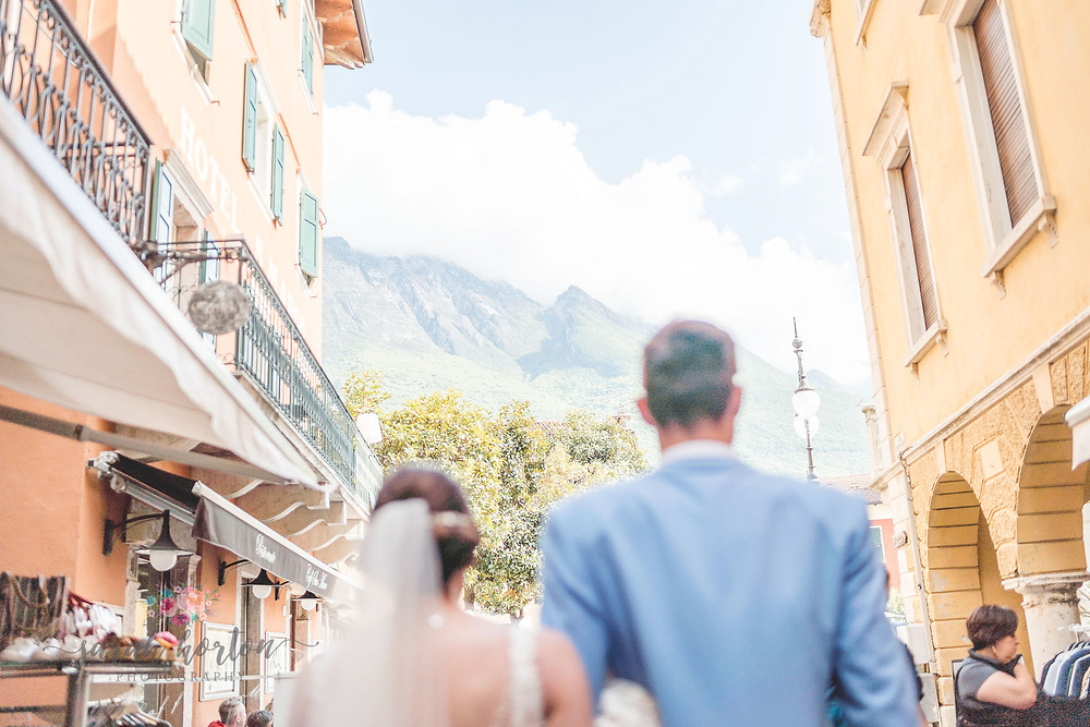 lake garda wedding photography in malcesine streets
