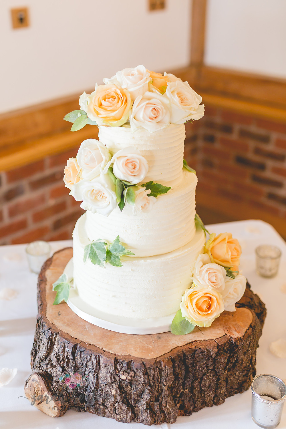 wedding cake at sandhole oak barn