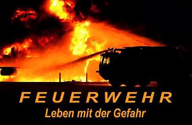 Feuerwehr und Feuerwehrfahrzeuge im Feuerwehrkalender, leben mit der Gefahr