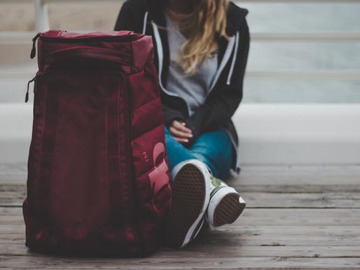 Zmiana lokum na studiach: przeprowadzić się czy zostać w domu i dojeżdżać?