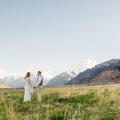 Stunning Mountain Views at Wyoming Destination Wedding | Cody, Wyoming