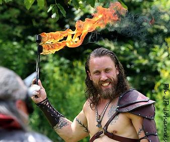 Cracheur de feu fête médiévale