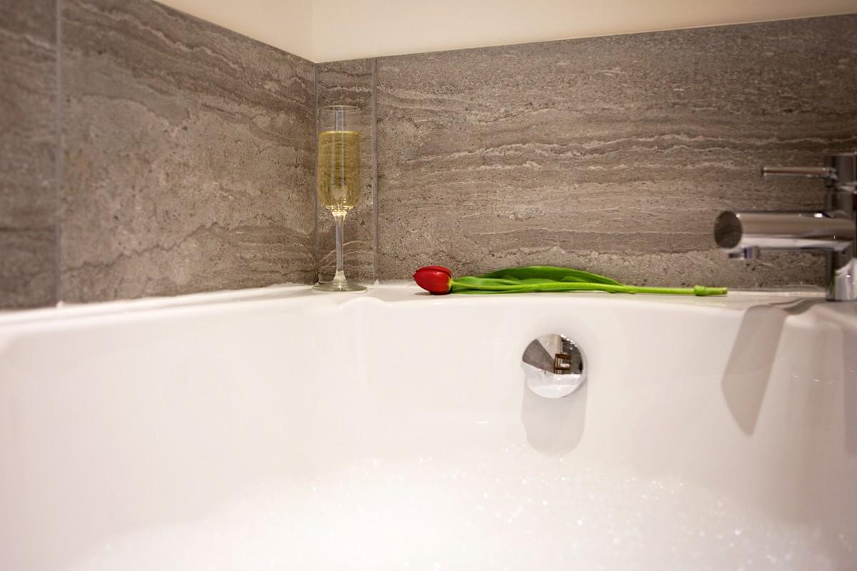 Moorhen bath