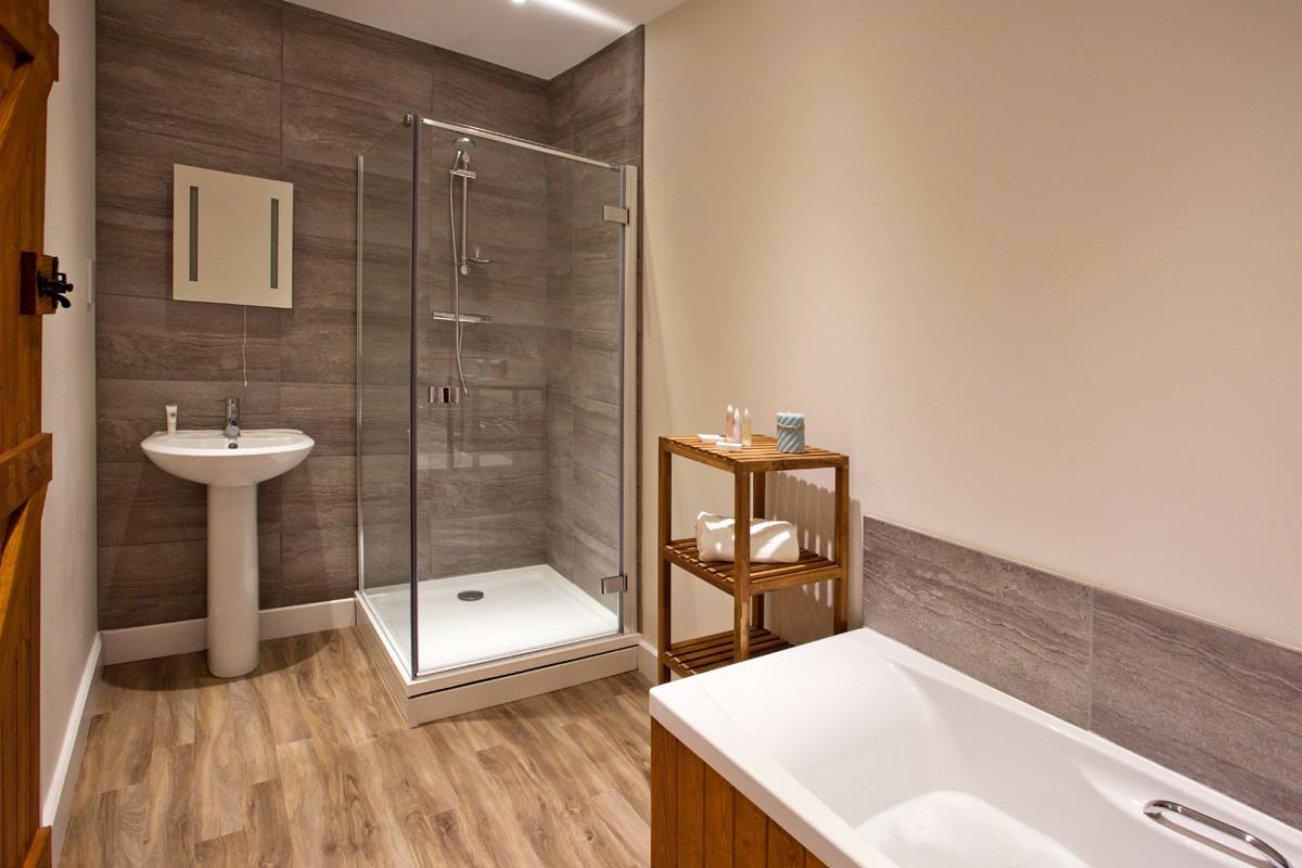 Moorhen bathroom