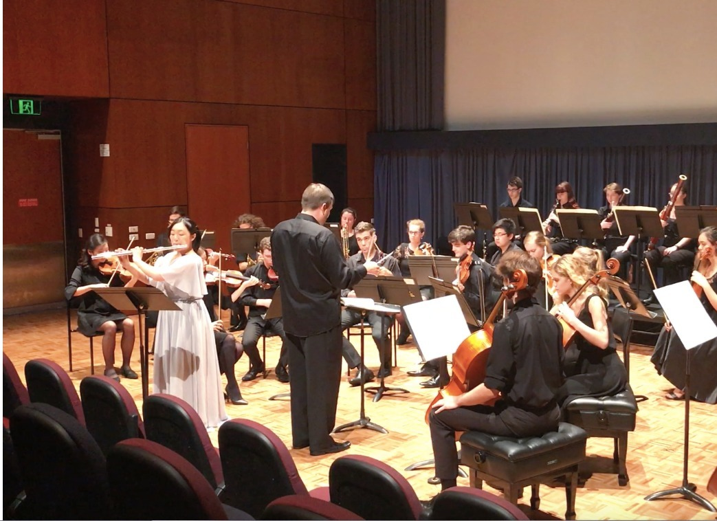 Performing the Nielsen Flute Concerto with the QCGU String Ensemble (2017)