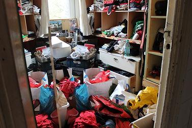 review troep rommel wardrobe chaos vies rotzooi kleren kasten tassen vol