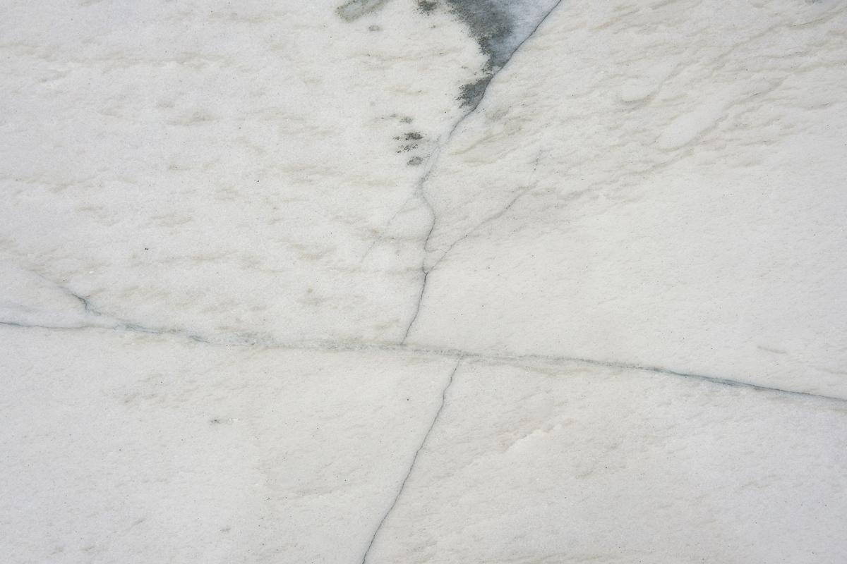 macaubas-white-cross-cut.jpg
