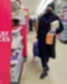 800px-Shopping_in_rubber_gloves_and_a_fa