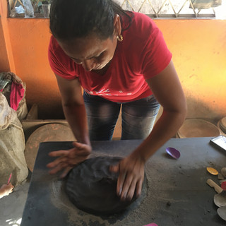 Black clay Blackpottery La Chamba pot noir Indigena