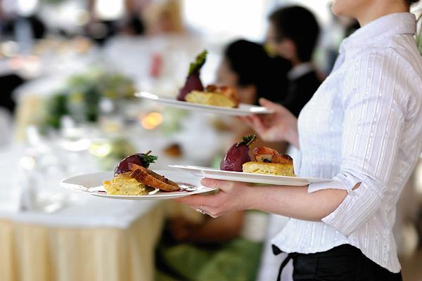 food-prep-caterer-server-waitress-plates