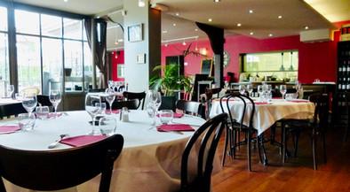 Salle 1 tables rondes Atelier des Quais Cognac