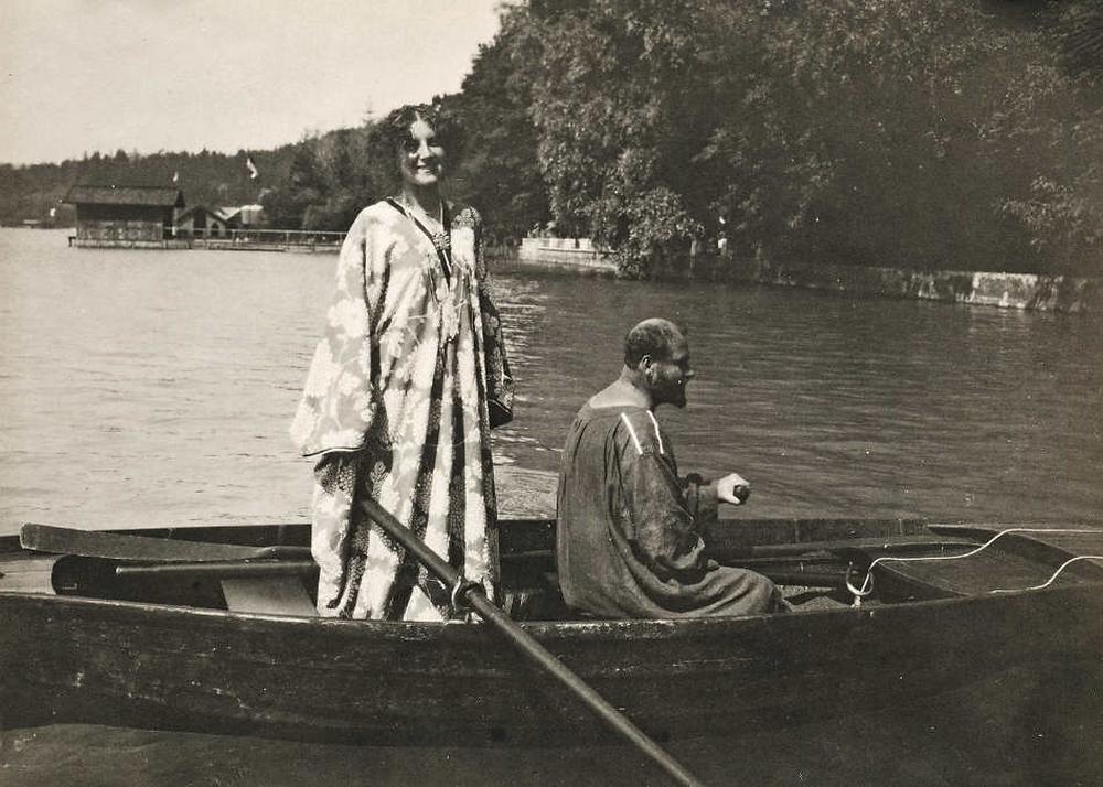 Густав з Емілією Фльоґе плаває в сльозах критиків