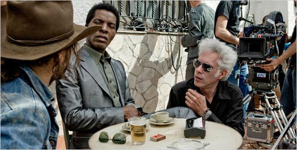 """Джим Джармуш та Ісаак де Банколе на зйомках фільму """"Межі контролю"""""""
