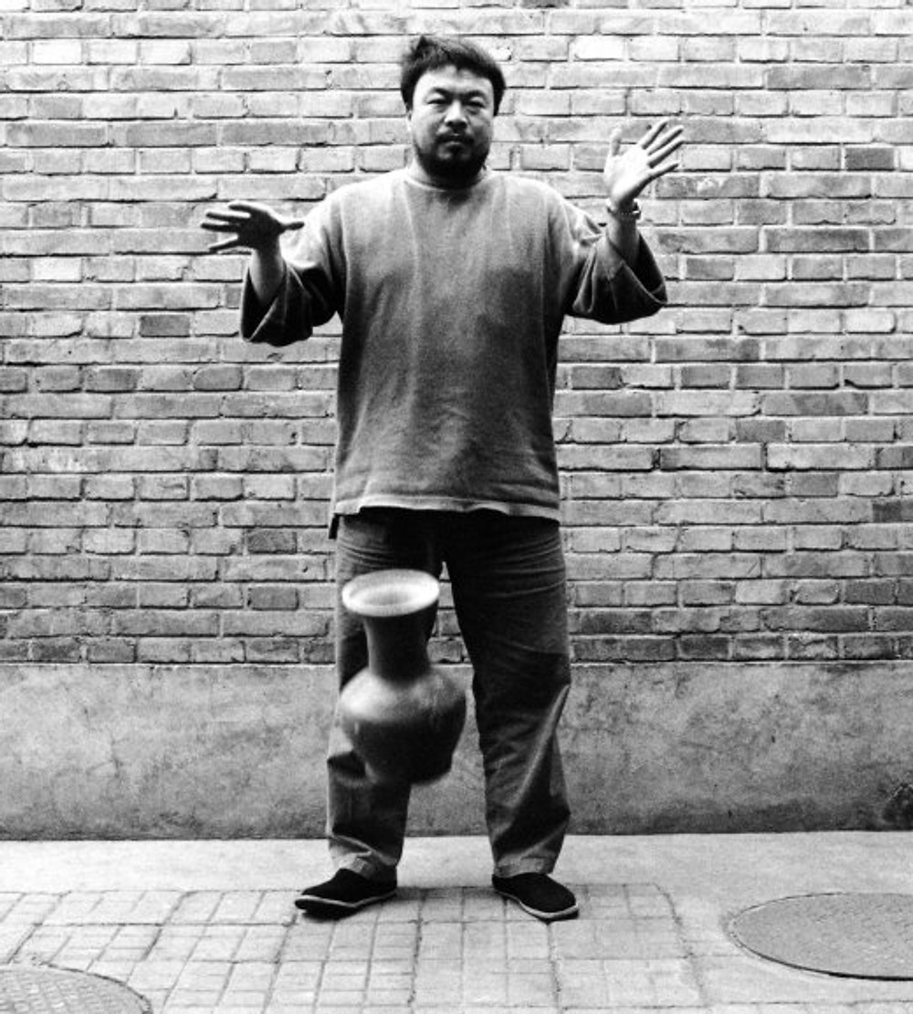 Ai-Weiwei-Dropping-a-Han-Dynasty-Urn-1995-Second-panel-of-the-triptych