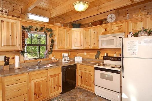 shy-bear-kitchen-with-white-appliances-600x400