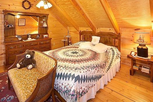 shy-bear-second-floor-queen-bedroom-600x400