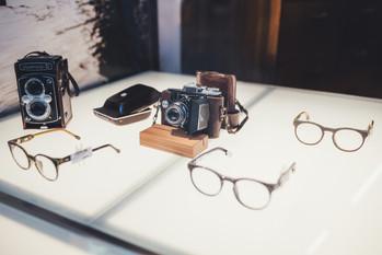 IMG_8528.jpg occhiali e macchina fotogra
