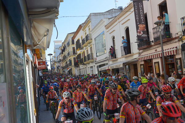 El típico atasco en Calle la Bola.