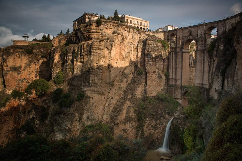 Puente Nuevo sobre el río Guadalevín.