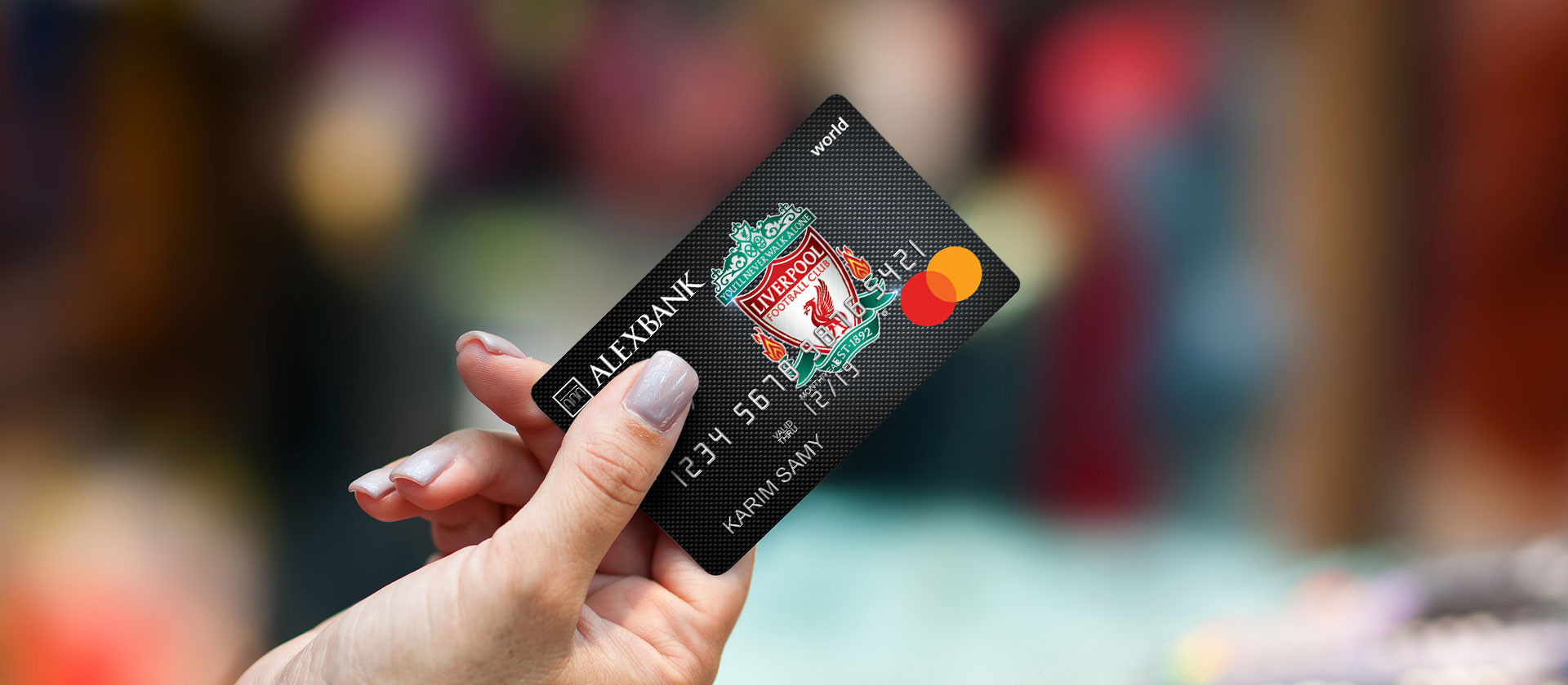 COM_5_V5_cards_World-Credit-Card_02LFC.j