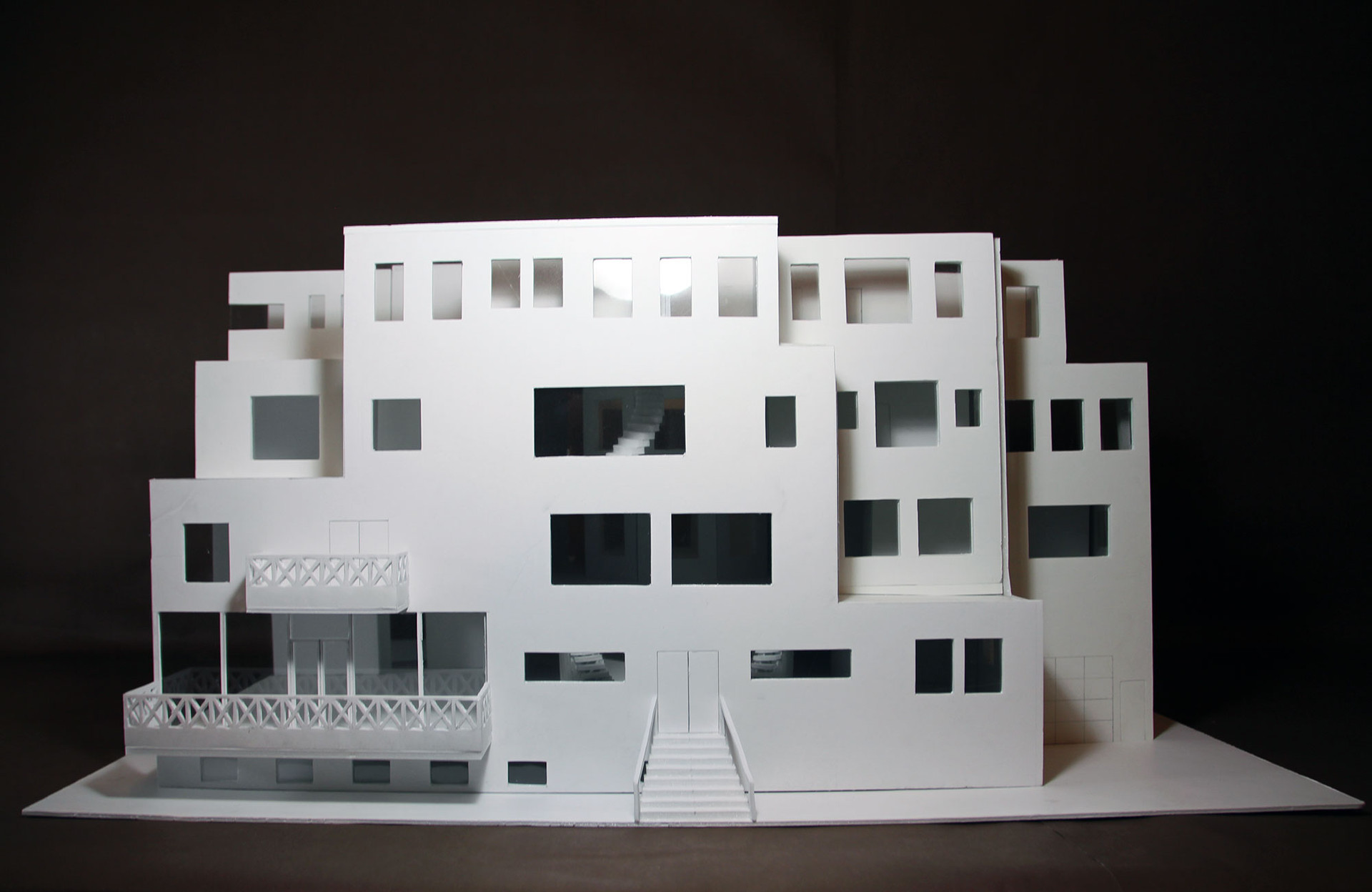 "Domestic Model Materials: Foam core Scale: 1/4"" x 1' Dimensions: 28.25 x 20 x 14.5"""
