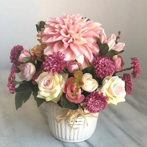 Kleines Arrangement in einer Vase