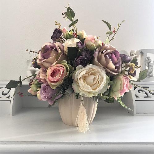 Künstliches Blumenarrangement in Keramik Vase