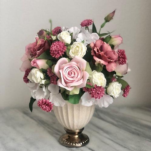 Wunderschönes Arrangement in einer Vase