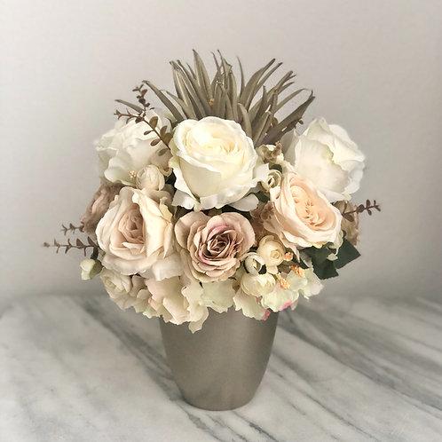 Künstliche Blumen Arrangement in einer Vase