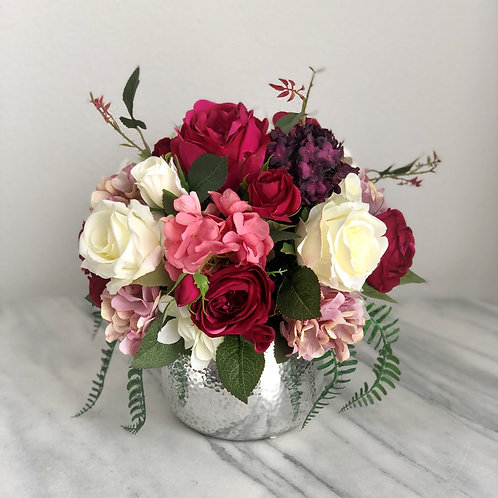 Seidenblumen Arrangement in einer Vase (silber)
