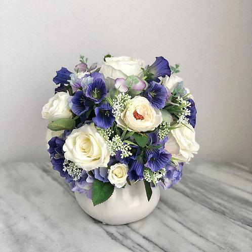 Seidenblumen Arrangement in einer Vase