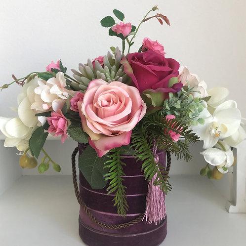 Arrangement in einer Velours-look Vase