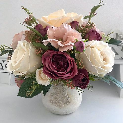 Künstliches Blumen Arrangement in einer Vase