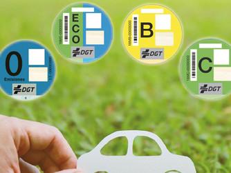 ¿Qué son los distintivos ambientales de los vehículos y qué indican?