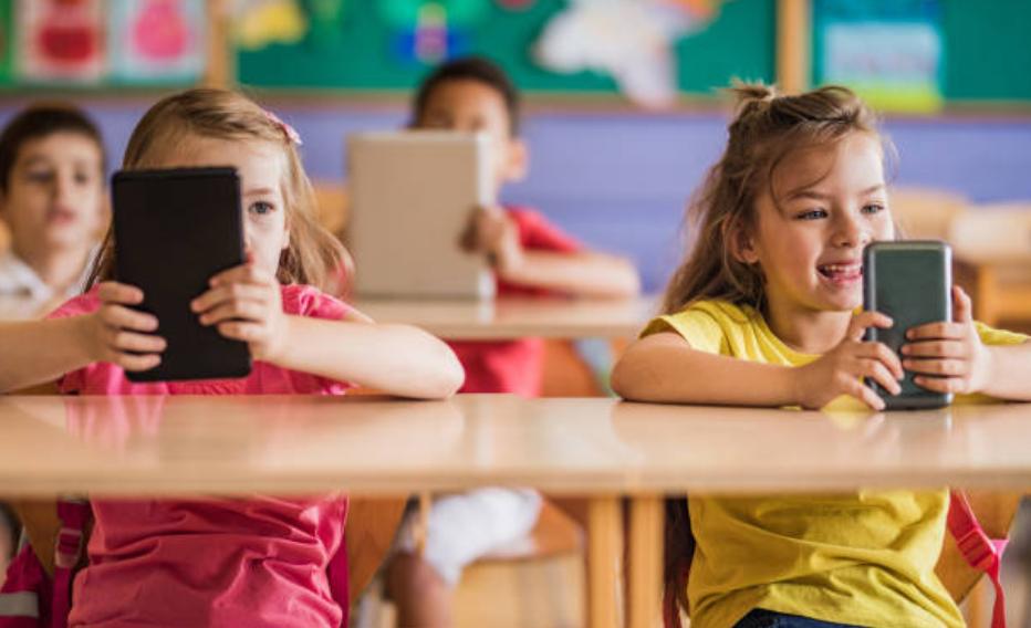 polêmica uso do celular em aula