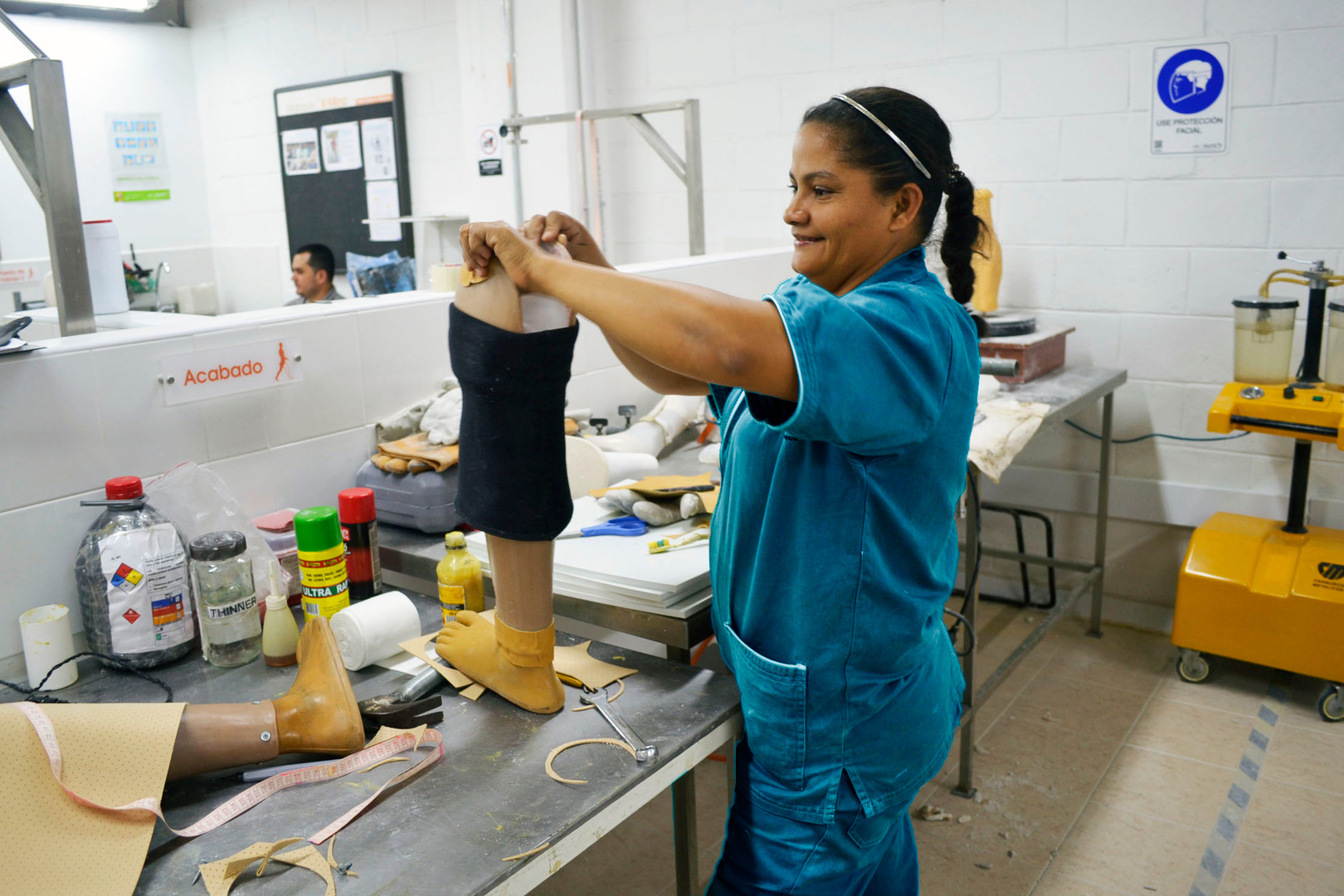 Ledys finalizando una prótesis