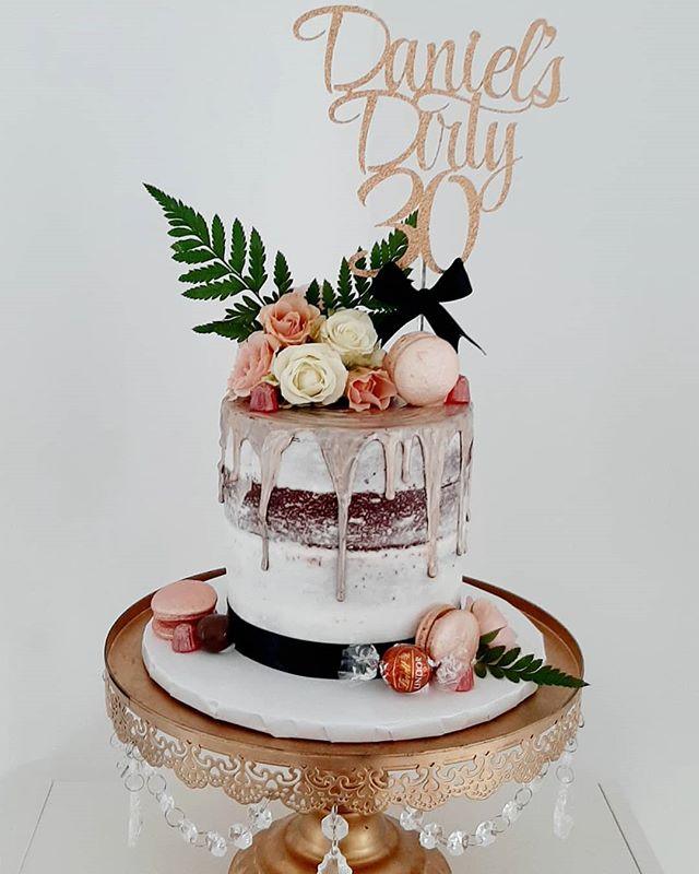 LOVING this rose gold themed cake for Da