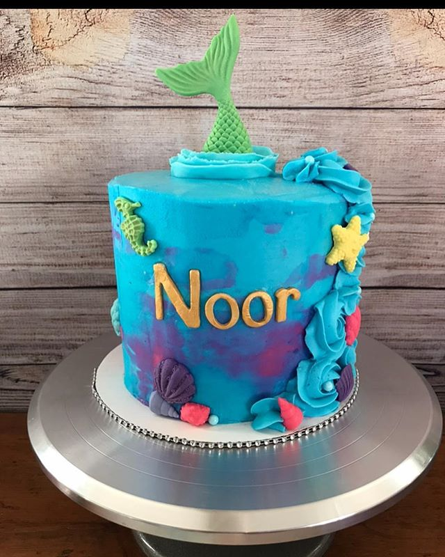 An artsy mermaid cake (water colours ins