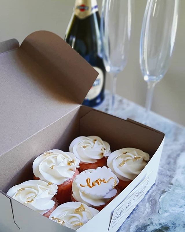 🍾🥂Pink champagne cupcakes to complimen