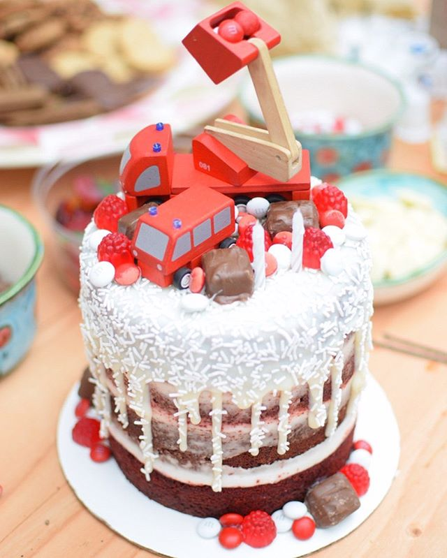 #tbt To this yummy red velvet naked cake