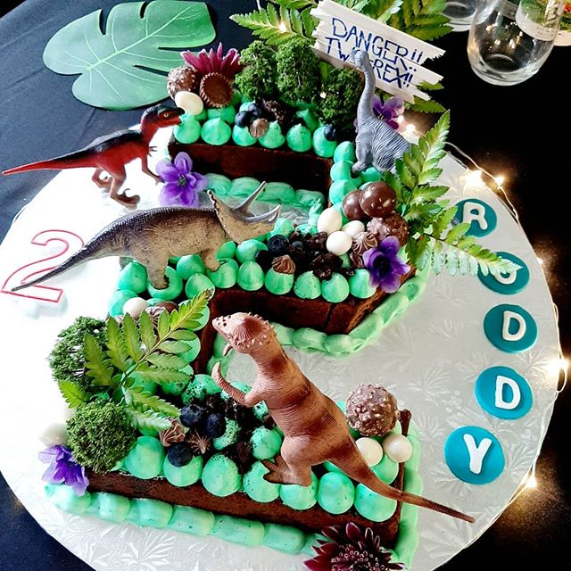 Two-Rex blondie bar birthday cake 🤗🥰 5