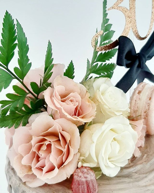 Roses dusted with an edible rose gold lu