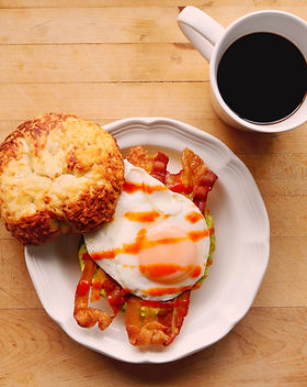 Bacon Egg and avocado bagel breakfast sandwich recipe with sasonetti sauces roasted red pepper hot sauce